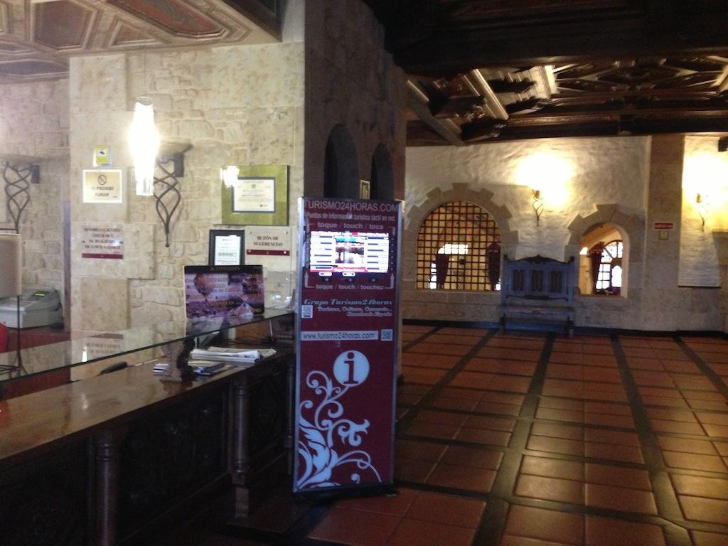 Las pantallas led interactivas de grupo turismo24horas for Cerrajeros salamanca 24 horas