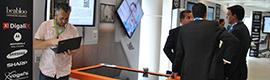 DigaliX XTable acerca las obras de arte expuestas en los museos a los visitantes para observarlas al detalle