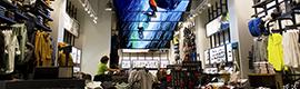 Moment Factory diseña una creativa instalación visual para la nueva tienda de Oakley en Manhattan