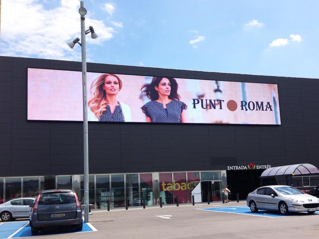 Led dream progetta e installa un megapantalla led di 150 m2 per la facciata della jonquera grand - Centro comercial la jonquera ...