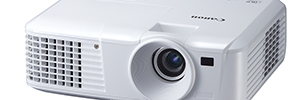 Canon develops new line of portable projectors LV for corporate and educational environments