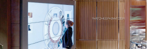 Watches of Switzerland propone un viaje al mundo de los relojes desde el gran videowall táctil de su tienda londinense