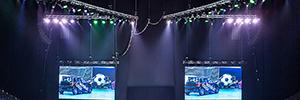 Las luces móviles de Robe iluminan la acción de las acrobacias automovilísticas realizadas en el Top Gear Live