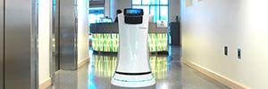 Botlr, el mayordomo robot que atiende el servicio de habitaciones en el hotel Aloft de Cupertino