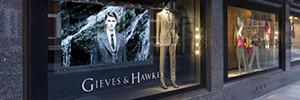 La señalización digital permite a Gieves & Hawkes reforzar su imagen de marca fusionando tradición e innovación