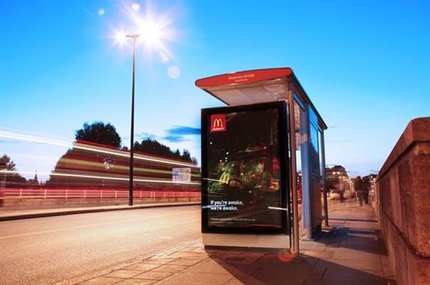 Clear Channel marquesina publicitaria con energia solar
