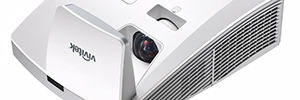 The projector Vivitek D755WTIR responds to the demand interactive of the sector education