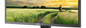 Acer B326HK: 32-inch IPS monitor for digital signage, education and health