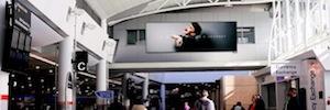 Pantallas 4K e interactividad móvil en la red DooH del aeropuerto de Aukland