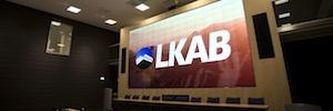 Un gran videowall Christie Microtiles recibe a los visitantes que recorren la mina de LKAB