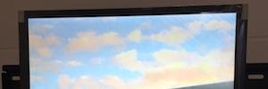 La pantalla LCD cuadrada de Crystal Display Systems se visualiza en ISE 2015