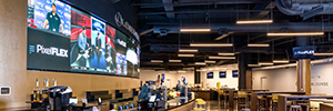 PixelFlex instalar um convexo Led videowall 2 mm no VIP Club Bridgestone Arena