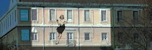 'La ciudad invisible': proyección artística de Javier de Juan en la fachada de Tabacalera