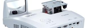 Canon ofrece proyección de ultracorta distancia con LV-WX300UST y LV-WX300USTi