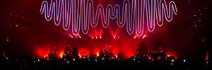 La banda de rock Arctic Monkeys ilumina sus conciertos en Brasil con Robe