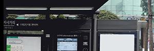 Seúl sustituye la cartelería tradicional de las marquesinas de autobús con la tecnología PCT de Zytronic