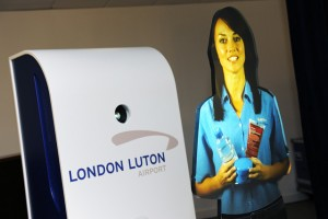 Asistente virtual Tensator en aeropuerto Luton Londres