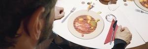 Un sorprendente videomapping ameniza y abre el apetito a los comensales de un restaurante belga