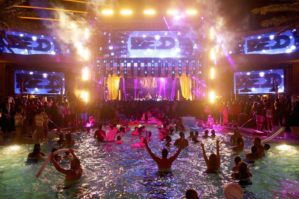 Illuminazione efficiente e spettacolari da elation al nightclub xs