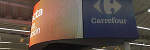 The Carrefour de Alcobendas makes the difference with a Led display curves indoor