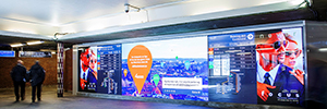 The Toyen Metro Station attracts the attention of travelers from a 11-meter LED screen