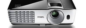 BenQ completa su línea de proyectores de tiro corto para espacios reducidos