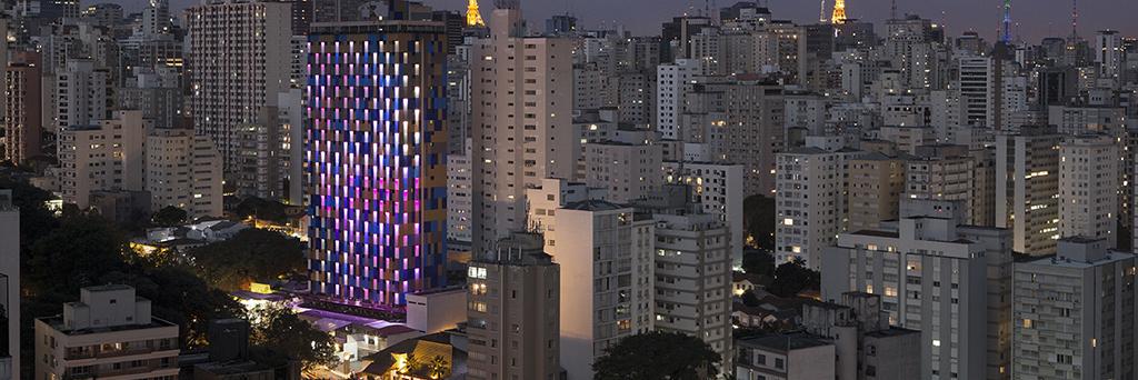 La fachada del hotel WZ Jardins en Brasil reacciona ante los sonidos y la calidad del aire