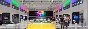 The Berlin Forum Drive Volkswagen welcomes visitors with a video wall of eyevis
