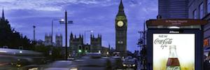 """JCDecaux convertirá Londres en un escaparate digital DooH con pantallas de 84"""" en las paradas de bus"""