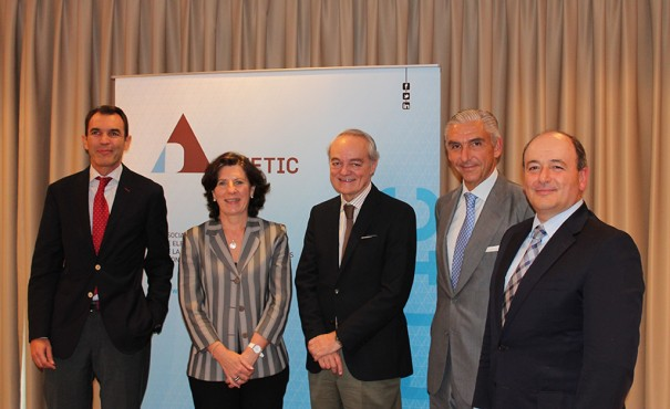 Jose A. López, consejero delegado Ericcson; Helena Herrero, presidenta HP España y Portugal; José Manuel de Riva, presidente Ametic; Javier Martín, consejero delegado de Tecnocom; y Benigno Lacort, director general de Ametic.