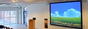La pantalla dnp Supernova XL optimiza la visualización de una escuela de secundaria de Dinamarca