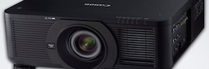 Canon LX-MU700: 7500 lumens projector with dual lamp system
