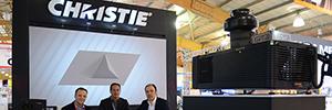 Un espectacular mapping atrae a los visitantes al stand de Christie en InfoComm Colombia 2015
