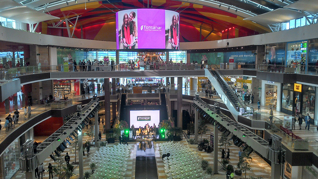 Deneva Manages The Circular Screens Fontanar Mall Colombia