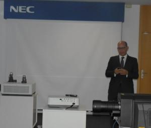 NEC Caverin jornada proyeccion Carlos Rojo