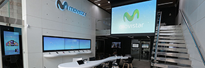 Movistar implanta la tecnología capacitiva proyectada multitáctil de Zytronic en sus tiendas de Latam