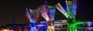 El 'skyline' de Bristol se ilumina con los washes de SGM durante la 'danza de grúas'
