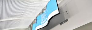 NanoLumens crea una pantalla Led en forma de ola para recibir a los pasajeros del Aeropuerto de Darwin