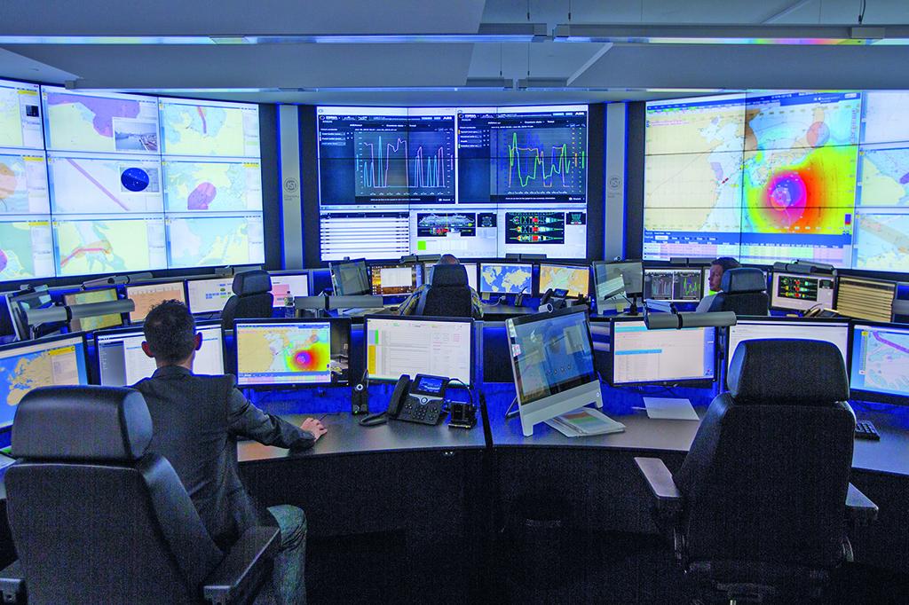 Las soluciones de visualizaci n de eyevis ayudan al carnival maritime a controlar la flota - Centro de salud la flota ...
