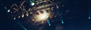 Elation ACL 360 Bar crea un ambiente de iluminación futurista en la gira de New Politics