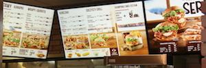 Toshiba aporta sus soluciones de cartelería digital a los restaurantes KFC