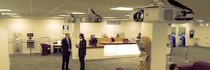 La proyección láser/Led de Panasonic toma las aulas de la Universidad de Kingston