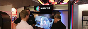 "Zytronic surprises with a touch screen 4K 85 ""and more than 40 touches"