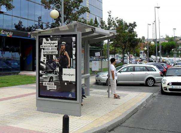 Clear channel gestiona los soportes de digital signage de - Mobiliario urbano madrid ...