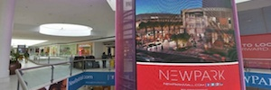 Daktronics designs his first large format for a mall curve Led display