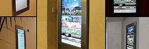 Kioscos interactivos wayfinding guían al visitante por el complejo Downtown Doral