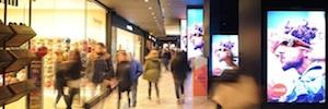 Iwall in shop integra sus pantallas en el renovado centro comercial Triangle de Barcelona