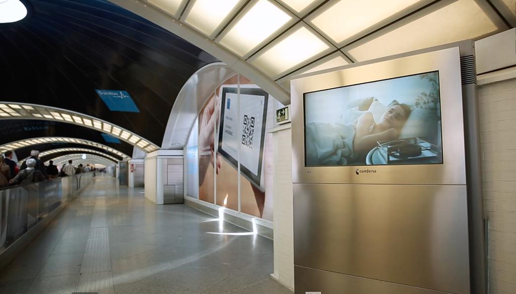 Sanitas utiliza el circuito de marketing espectacular de puerta de atocha para su campa a - Puerta de atocha ave ...
