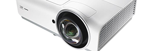 Vivitek D830: multimedia projectors of high brightness for conference rooms and classrooms