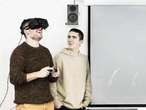 Alumnos Creanavarra probando realidad virtual